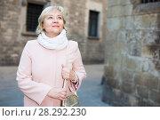 Купить «mature female in the center in scarf», фото № 28292230, снято 27 ноября 2017 г. (c) Яков Филимонов / Фотобанк Лори