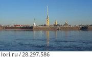 Петропавловская крепость апрельским утром. Санкт-Петербург (2018 год). Стоковое видео, видеограф Виктор Карасев / Фотобанк Лори
