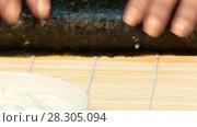 Купить «Cook curls sushi roll with stuffing», видеоролик № 28305094, снято 5 декабря 2016 г. (c) Tatiana Kravchenko / Фотобанк Лори
