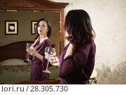 Купить «Sexual emotional attractive woman posing in a boudoir», фото № 28305730, снято 24 декабря 2017 г. (c) Дмитрий Черевко / Фотобанк Лори