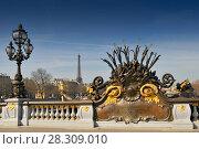 Art Nouveau lamp on Pont Alexandre III (Alexandre III Bridge) and Eiffel Tower in the background, Paris France. Стоковое фото, агентство BE&W Photo / Фотобанк Лори