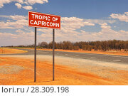 Купить «Tropic of capricorn metal sign marker, Western Australia», фото № 28309198, снято 19 апреля 2018 г. (c) BE&W Photo / Фотобанк Лори