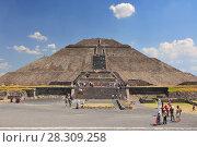 Купить «Frontal view of the Sun Pyramid at Teotihuacan, Mexico», фото № 28309258, снято 11 декабря 2019 г. (c) BE&W Photo / Фотобанк Лори