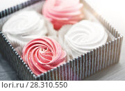 Купить «close up of zephyr or marshmallows in gift box», фото № 28310550, снято 8 мая 2017 г. (c) Syda Productions / Фотобанк Лори