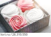 Купить «close up of zephyr or marshmallows in gift box», фото № 28310550, снято 8 мая 2017 г. (c) Syda Productions / Фотобанк Лори