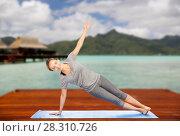 Купить «woman making yoga in side plank pose outdoors», фото № 28310726, снято 13 ноября 2015 г. (c) Syda Productions / Фотобанк Лори
