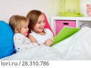 Купить «little girls or sisters reading book in bed», фото № 28310786, снято 15 октября 2017 г. (c) Syda Productions / Фотобанк Лори