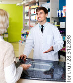 Купить «Experienced pharmacist counseling female customer in farmacy», фото № 28312898, снято 18 января 2019 г. (c) Яков Филимонов / Фотобанк Лори