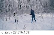 Купить «The pair throws snowballs», видеоролик № 28316138, снято 16 февраля 2018 г. (c) Kozub Vasyl / Фотобанк Лори