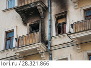 Купить «Сгоревшая квартира, Товарищеский пер., 17 строение 1», фото № 28321866, снято 10 апреля 2015 г. (c) Алёшина Оксана / Фотобанк Лори