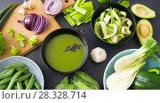Купить «close up of vegetable green cream soup in bowl», видеоролик № 28328714, снято 14 апреля 2018 г. (c) Syda Productions / Фотобанк Лори