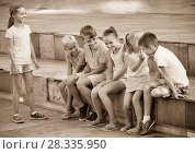 Cheerful boys and girls playing charades. Стоковое фото, фотограф Яков Филимонов / Фотобанк Лори