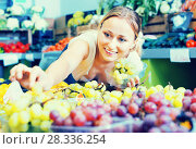 Купить «Woman customer buying sweet ripe grapes on marketplace», фото № 28336254, снято 18 октября 2018 г. (c) Яков Филимонов / Фотобанк Лори