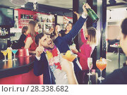 Купить «Cheerful guy expressively dancing partying in bar», фото № 28338682, снято 29 ноября 2017 г. (c) Яков Филимонов / Фотобанк Лори
