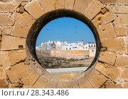 Купить «View of Essaouira through hole in wall», фото № 28343486, снято 21 февраля 2018 г. (c) Михаил Коханчиков / Фотобанк Лори