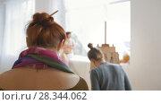 Купить «Female young artists drawing naked woman in a drawing lesson», видеоролик № 28344062, снято 15 августа 2018 г. (c) Константин Шишкин / Фотобанк Лори
