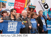 Купить «Former BBC weatherman Michael Fish, the actress Greta Scacchi and the actors Peter Capaldi and Junade Khan at the Stop Climate Chaos Coalition Demonstration...», фото № 28344154, снято 24 мая 2018 г. (c) Nature Picture Library / Фотобанк Лори