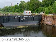 Купить «Ворота Петровского дока, Кронштадт», фото № 28346066, снято 21 августа 2017 г. (c) Pukhov K / Фотобанк Лори