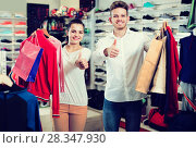 Купить «couple boasting various purchases in sports store», фото № 28347930, снято 22 ноября 2016 г. (c) Яков Филимонов / Фотобанк Лори