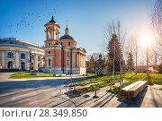 Варваринская церковь Varvarinskaya Church on Varvarka Street in Moscow (2018 год). Стоковое фото, фотограф Baturina Yuliya / Фотобанк Лори
