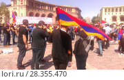 Купить «Армянский флаг на площади Еревана. 1 мая 2018», фото № 28355470, снято 1 мая 2018 г. (c) Агата Терентьева / Фотобанк Лори