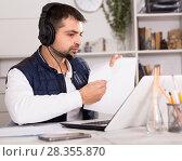 Купить «Call center man operator with headset talking with client», фото № 28355870, снято 25 декабря 2017 г. (c) Яков Филимонов / Фотобанк Лори