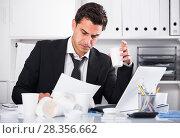 Купить «Tired man working in hot office», фото № 28356662, снято 20 апреля 2017 г. (c) Яков Филимонов / Фотобанк Лори