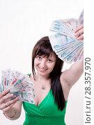 Купить «Happy brunette girl in green dress holding money», фото № 28357970, снято 11 июля 2014 г. (c) Катерина Белякина / Фотобанк Лори