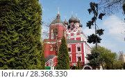 Купить «Temple of Tikhvin Icon of Mother God in Moscow, Russia», видеоролик № 28368330, снято 1 мая 2018 г. (c) Володина Ольга / Фотобанк Лори