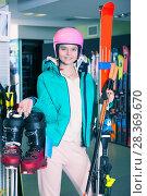 Купить «Smiling girl in skiing outfit», фото № 28369670, снято 6 февраля 2018 г. (c) Яков Филимонов / Фотобанк Лори