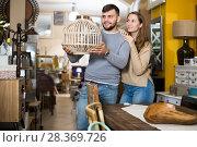Купить «Girl with boyfriend in search of lampshade», фото № 28369726, снято 9 ноября 2017 г. (c) Яков Филимонов / Фотобанк Лори