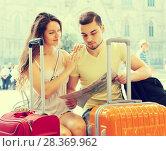 Купить «travelers looking at a map of the city», фото № 28369962, снято 11 июня 2014 г. (c) Яков Филимонов / Фотобанк Лори