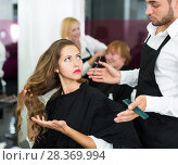 girl has a fight with barber. Стоковое фото, фотограф Яков Филимонов / Фотобанк Лори