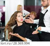 Купить «girl has a fight with barber», фото № 28369994, снято 22 октября 2019 г. (c) Яков Филимонов / Фотобанк Лори