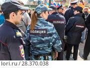 Купить «Police officers block an Leningradskaya street during an opposition protest rally», фото № 28370038, снято 5 мая 2018 г. (c) FotograFF / Фотобанк Лори