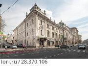 Купить «Москва, Неглинная улица, дом 14 с видом на Звонарский переулок, всеной», эксклюзивное фото № 28370106, снято 2 мая 2018 г. (c) Дмитрий Неумоин / Фотобанк Лори