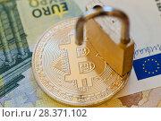 Купить «Криптовалюта. Монета bitcoin и замок на фоне банкнот евро», фото № 28371102, снято 6 мая 2018 г. (c) Екатерина Овсянникова / Фотобанк Лори