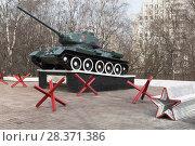 Купить «Танк Т-34, установленный в честь боевого и трудового подвига вологжан в Великой Отечественной войне, в городе Вологде», фото № 28371386, снято 5 мая 2018 г. (c) Николай Мухорин / Фотобанк Лори