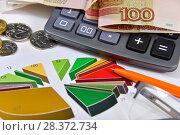 Купить «Калькулятор, графики, диаграммы и деньги. Бизнес-натюрморт», эксклюзивное фото № 28372734, снято 7 мая 2018 г. (c) Юрий Морозов / Фотобанк Лори