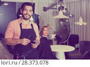 Купить «smiling man hairdresser and woman in salon», фото № 28373078, снято 20 июня 2018 г. (c) Яков Филимонов / Фотобанк Лори