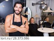 Купить «smiling man hairdresser and woman in salon», фото № 28373086, снято 20 июня 2018 г. (c) Яков Филимонов / Фотобанк Лори