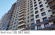 Купить «Moscow, Russia - May 07. 2018. Elite Residential Complex Solar Arch - Arco di Sole», видеоролик № 28387662, снято 7 мая 2018 г. (c) Володина Ольга / Фотобанк Лори