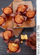 Купить «freshly baked muffins on wooden boards», фото № 28387786, снято 1 мая 2018 г. (c) Oksana Zh / Фотобанк Лори