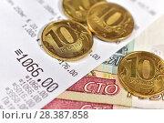 Купить «Кассовый чек и российские деньги», фото № 28387858, снято 7 мая 2018 г. (c) Юрий Морозов / Фотобанк Лори
