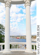 Купить «Sevastopol, rotunda overlooking the Southern bay, the Crimea, Russia», фото № 28388834, снято 16 октября 2018 г. (c) Mikhail Starodubov / Фотобанк Лори