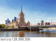 "Купить «View of the hotel ""Radisson Royal"" and Novoarbatsky bridge, Moscow, Russia», фото № 28390350, снято 7 мая 2018 г. (c) Наталья Волкова / Фотобанк Лори"