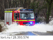 Купить «Fire engine going through flood waters on the Ambleside, Coniston road, Rothay bridge,  Lake District on Saturday 5th December 2015, during torrential...», фото № 28393574, снято 22 сентября 2018 г. (c) Nature Picture Library / Фотобанк Лори