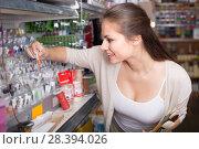 Купить «woman shopping glitter in tube», фото № 28394026, снято 25 мая 2018 г. (c) Яков Филимонов / Фотобанк Лори