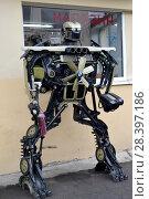 Купить «Фигура робота, собранная из старых автомобильных деталей», фото № 28397186, снято 12 марта 2018 г. (c) Ирина Борсученко / Фотобанк Лори