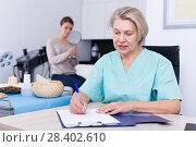 Beautician prescribing procedures to woman. Стоковое фото, фотограф Яков Филимонов / Фотобанк Лори